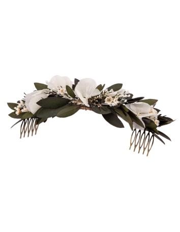 Peineta de invitada con diseño de hojas de olivo y flores blancas en INVITADISIMA