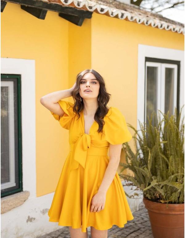 vestido fiesta corto amarillo manga detalle