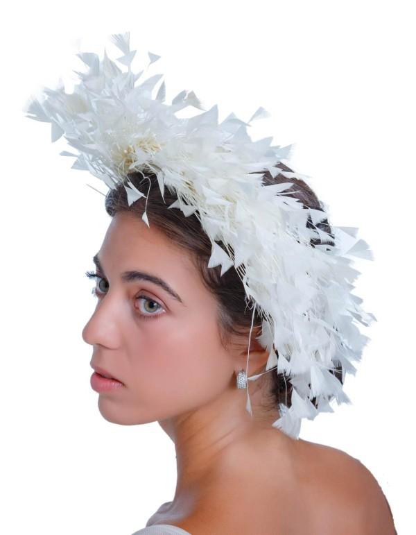 Tocado de novia con plumas naturales de Margarita Sangiovanni