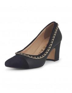 Zapatos de tacón negros con detalle cadena