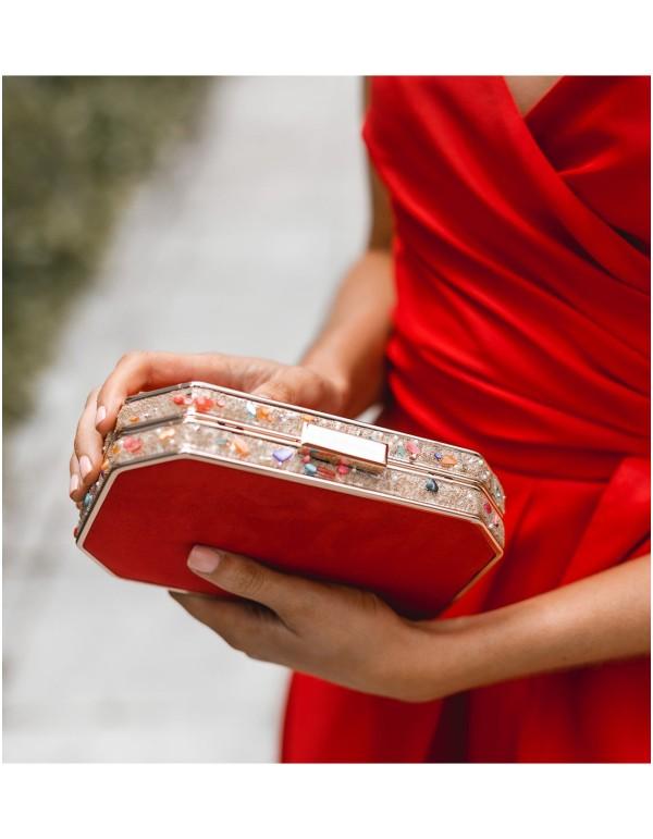 bolso rojo fiesta invitada perfecta