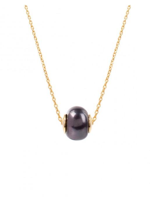 Gold chain necklace with a black central pearl at INVITADISIMA