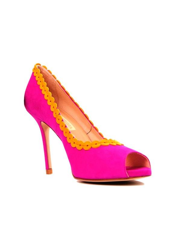 Fuchsia suede lounge shoes at INVITADISIMA by Robert Vetusta