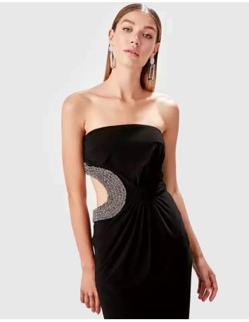 Vestido de fiesta largo negro palabra de honor con pedrería lateral invitada boda