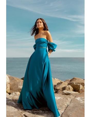 Long high-waisted skirt and side pockets by Elsa Barreto