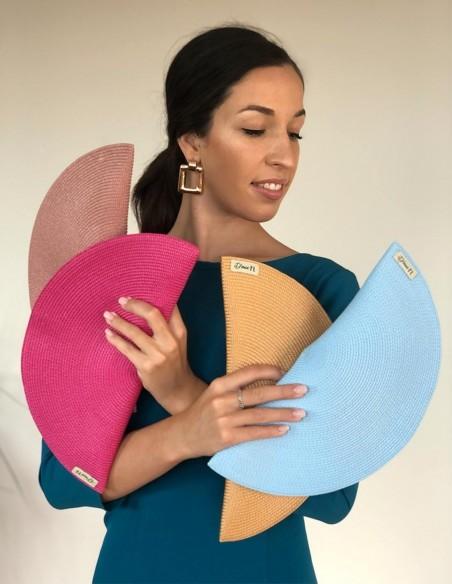 Raffia handbag with simple oval design at INVITADISIMA by D'Nue