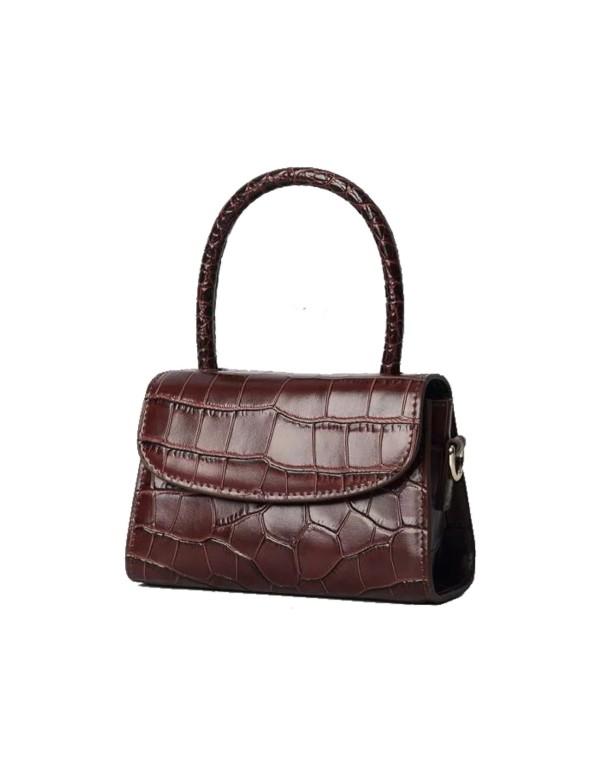 Chocolate leather handbag at INVITADISIMA