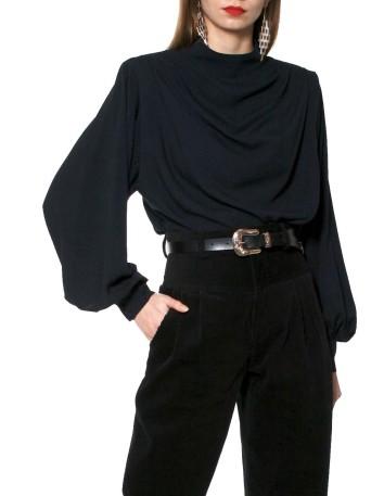 Blusa de fiesta satinada con manga larga negra