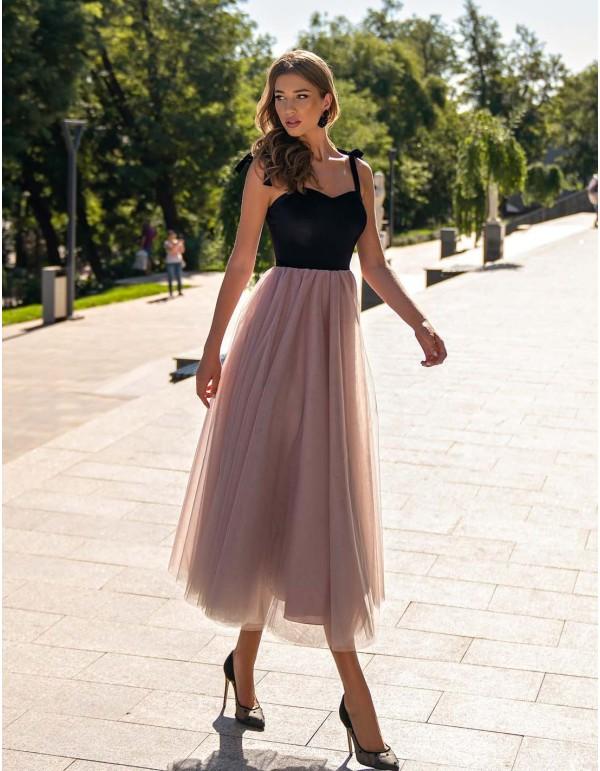 Vestido cóctel negro y rosa empolvado con falda de tul y tirantes lazo de Auguro Sempre