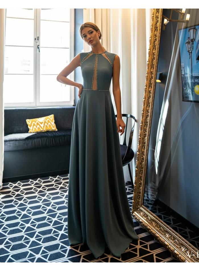 Vestido de fiesta largo con pedrería y transparencias