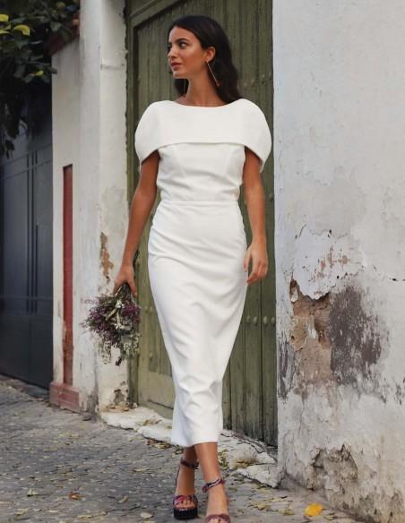 White cocktail wedding dress with overlay and sheath skirt at INVITADISIMA