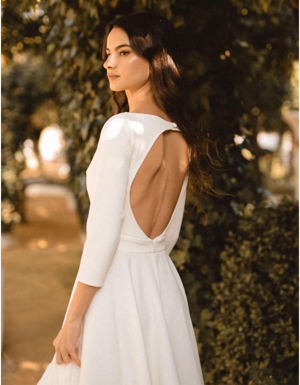 Vestido de novia cóctel con falda evasé y espalda descubierta de MIPHAI