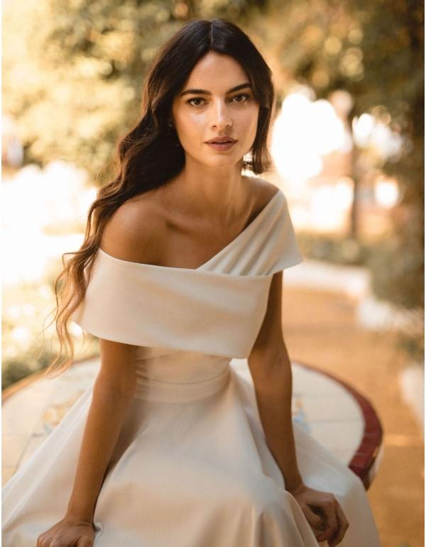 Vestido de novia cóctel de escote barco cruzado y falda evasé