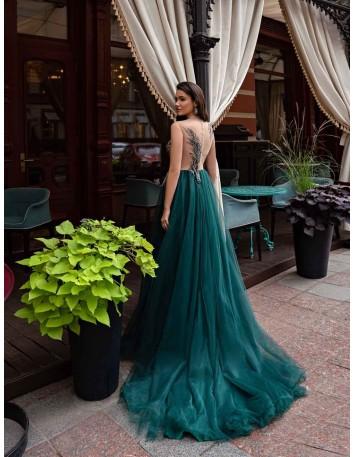 Vestido de fiesta largo con bustier bordado de pedrería y falda de tul en INVITADISIMA