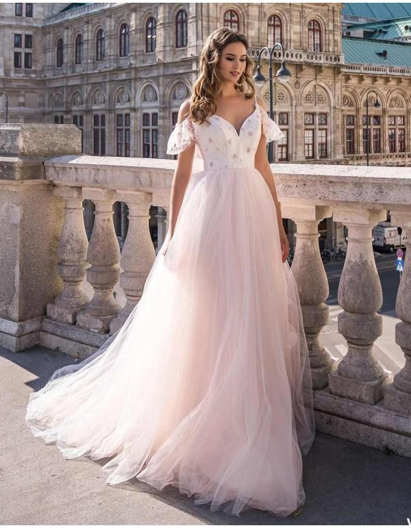 Vestido de novia con cuerpo bordado y falda de tul-1