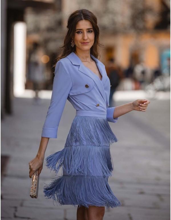 Vestido de cóctel con falda de flecos de invitada