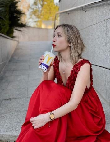 Vestido de fiesta largo rojo con lentejuelas - Desirée Pozuelo precioso
