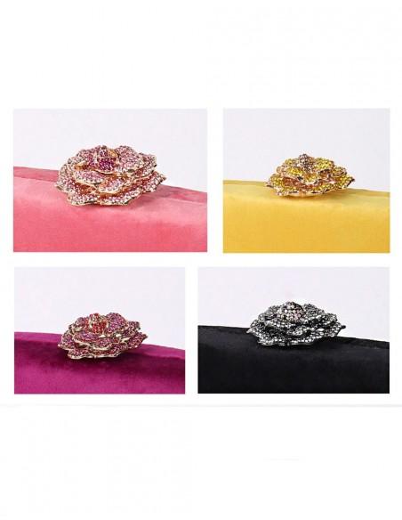 Bolso de terciopelo con cierre joya en forma de rosa Lauren Lynn London Accessories - 3