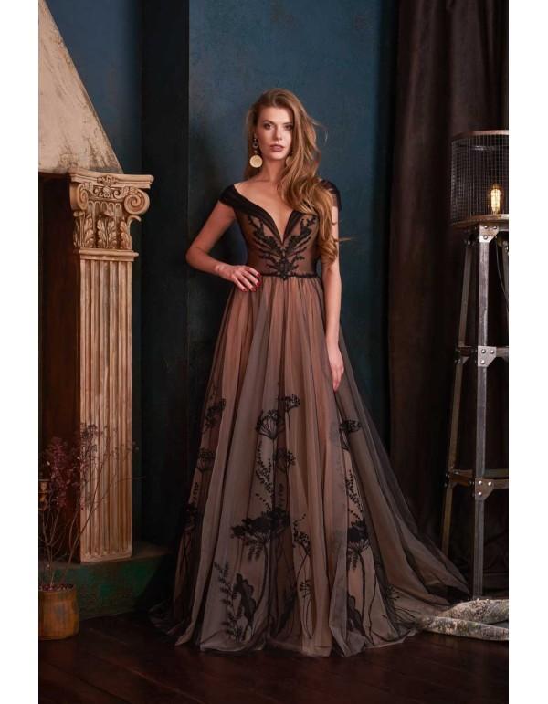 Vestido de fiesta largo de tul con bordados de flores negras y hombros caídos de Lanesta