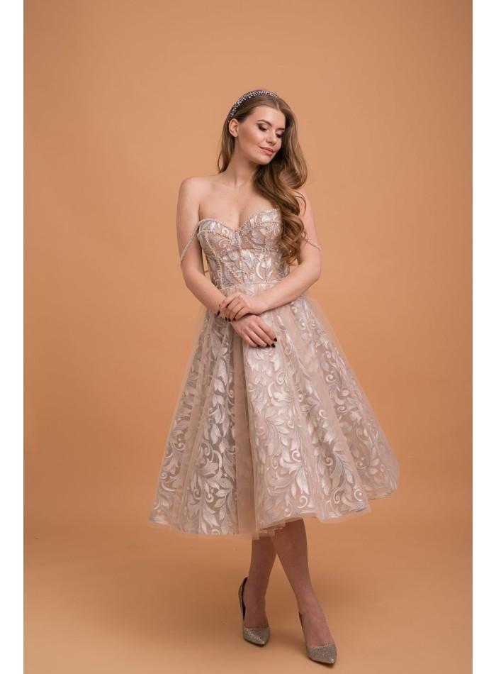 Vestido corto de fiesta con escote corazón y bordado de hojas metálicas de Lanesta