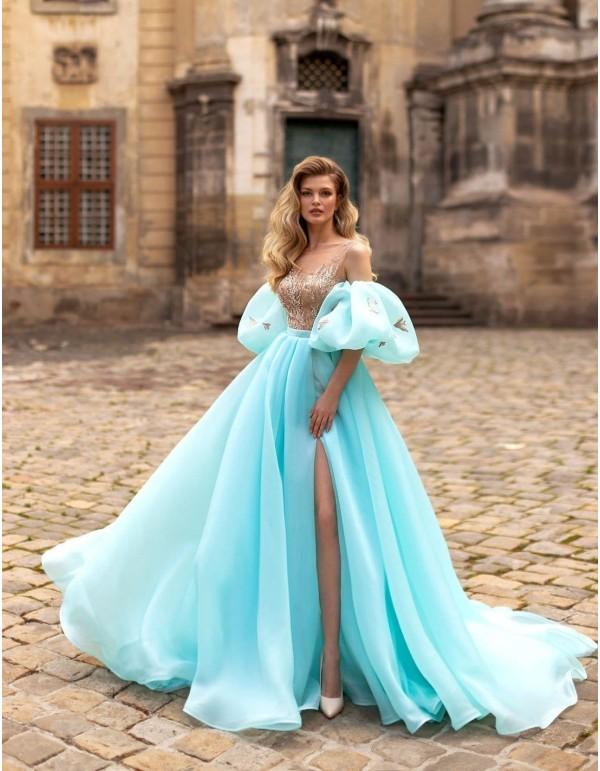 Vestido de fiesta largo aguamarina con mangas y falda maxi volumen de Ricca Sposa