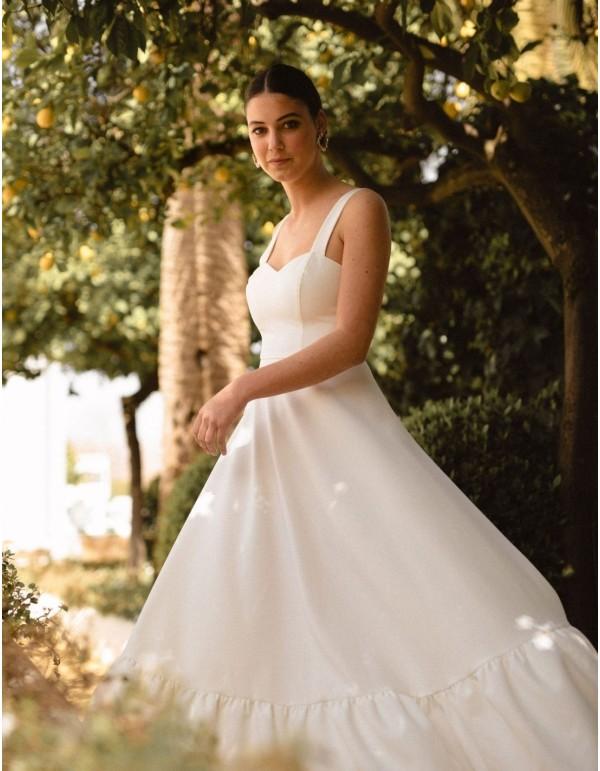 Vestido largo de novia de tirantes, escote corazón y falda de vuelo de Miphai