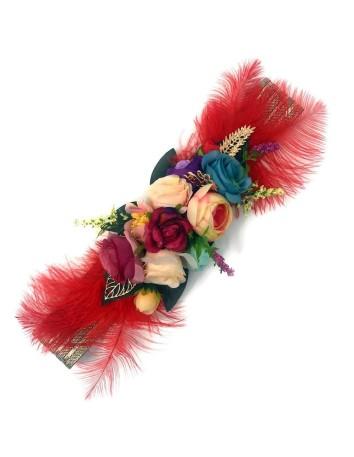 Cinturón de flores y plumas