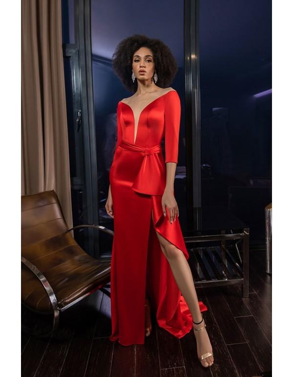 Vestido de fiesta largo en color rojo con abertura lateral y detalle anudado