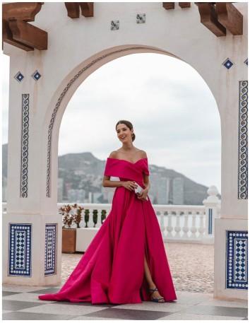 Long gown with bandeau neckline and train - INVITADA PERFECTA Silviamo - 1