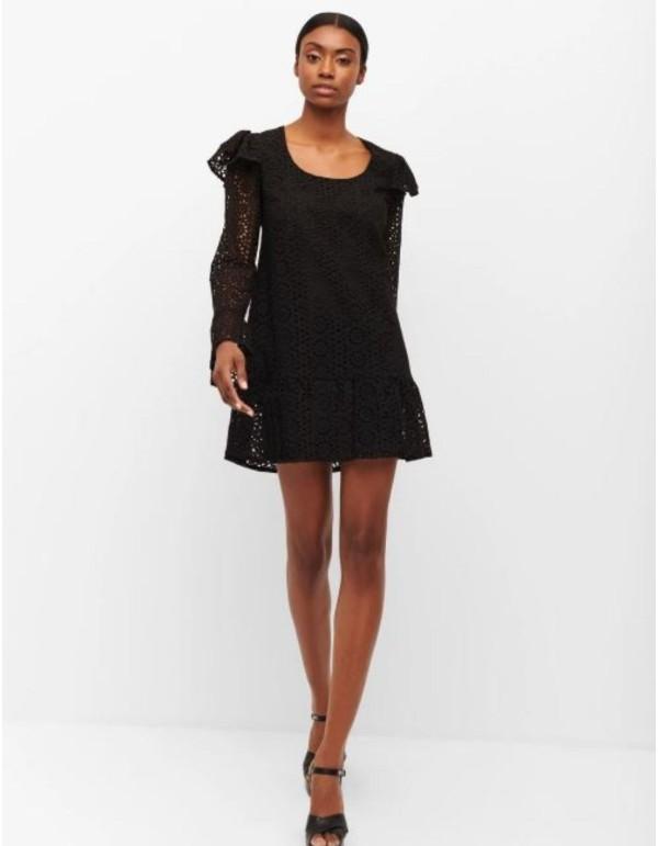 Vestido de cóctel negro estilo romántico con bordado inglés de Cyrana Furs