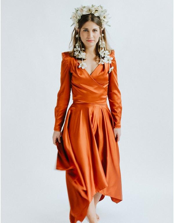 Falda midi asimétrica naranja con cinturilla