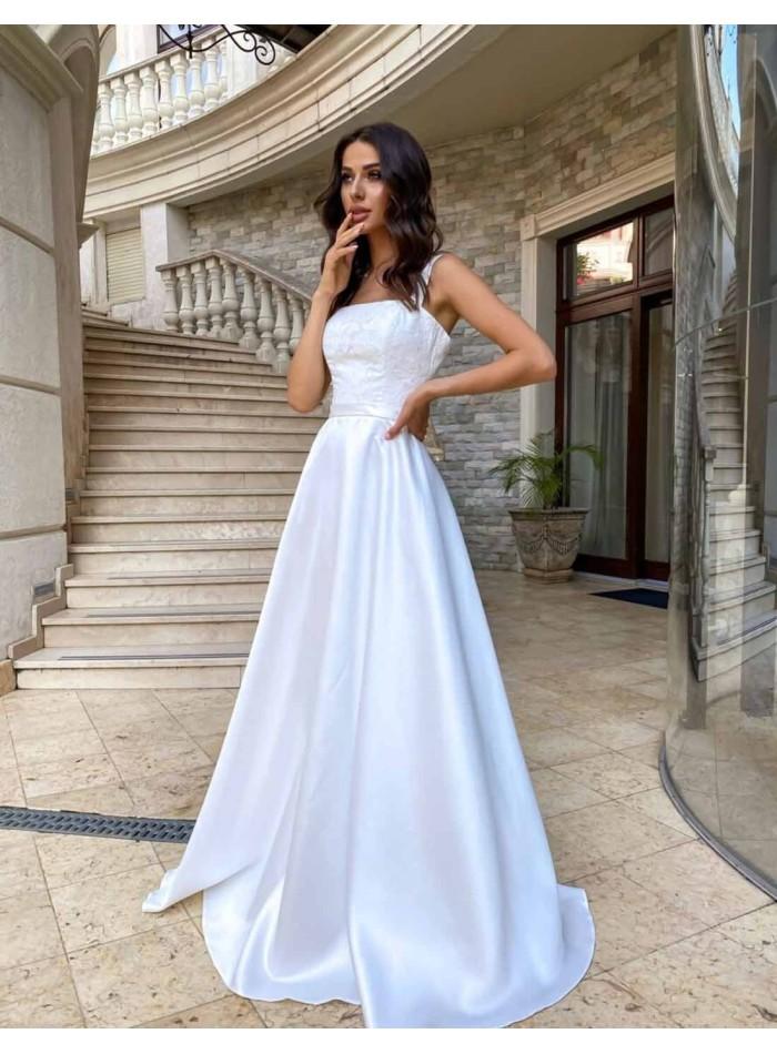 Vestido de novia largo con tirante ancho y escote cuadrado