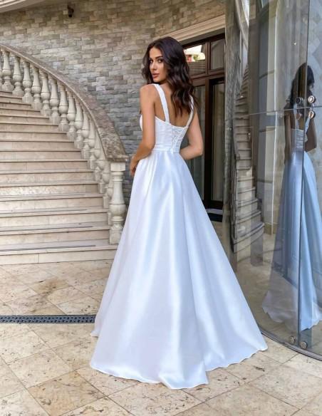 Vestido de novia largo con tirante ancho y escote cuadrado blanco