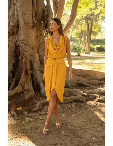 Blusa en color mostaza con cuello holgado CAYRO - 2