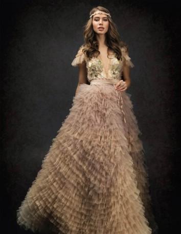 Vestido largo de tul con capas degradadas y cuerpo floral bordado Ariamo Fashion Group - 1