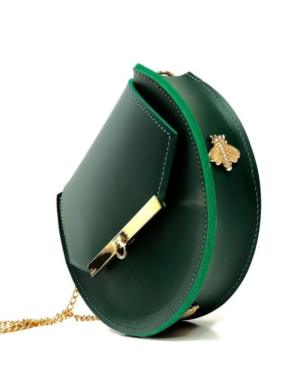 Bolso de piel verde esmeralda con detalles de abejas y cadena larga de Angela Valentine.