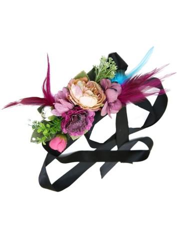 Cinturón de flores y plumas...