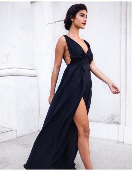 vestido largo negro con tirantes y escote en V para invitadas