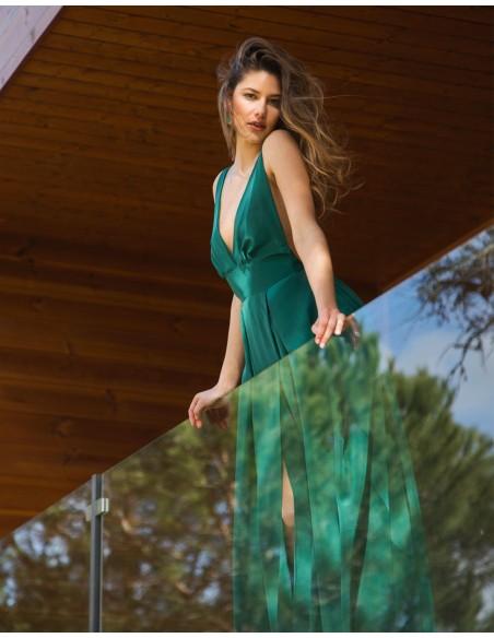 vestido largo verde con espalda descubierta para invitadas