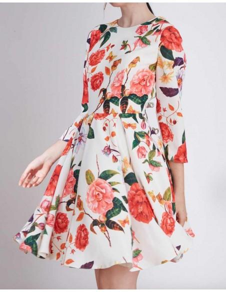 Vestido de fiesta corto con estampado floral para invitadas a bodas y eventos INVITADISIMA