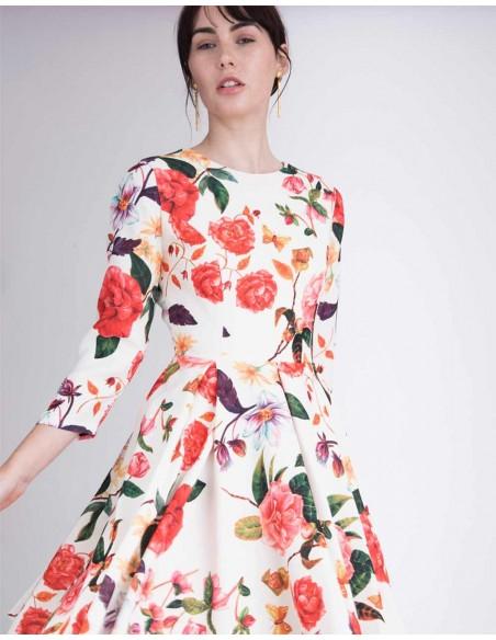 Vestido de fiesta corto con la espalda al aire y manga larga. Vestido con estampado floral INVITADISMA