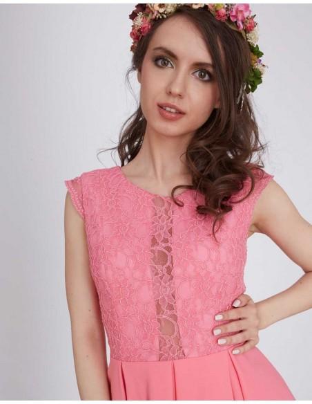 Vestido de fiesta corto de color rosa con cuerpo de encaje y detalle transparente de Lauren Lynn London para INVITADISMA