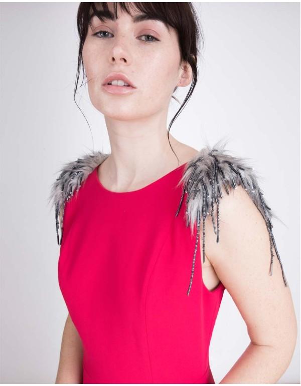 vestido de fiesta crepe con abertura lateral y hombreras de fantasía de Lauren Lynn London INVITADISIMA