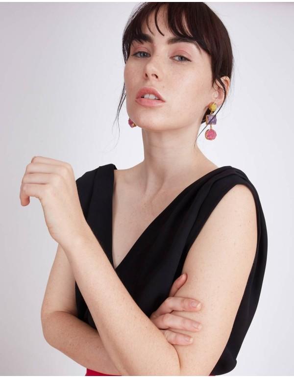 Top de fiesta con escote en V de color negro de Lauren Lynn London.