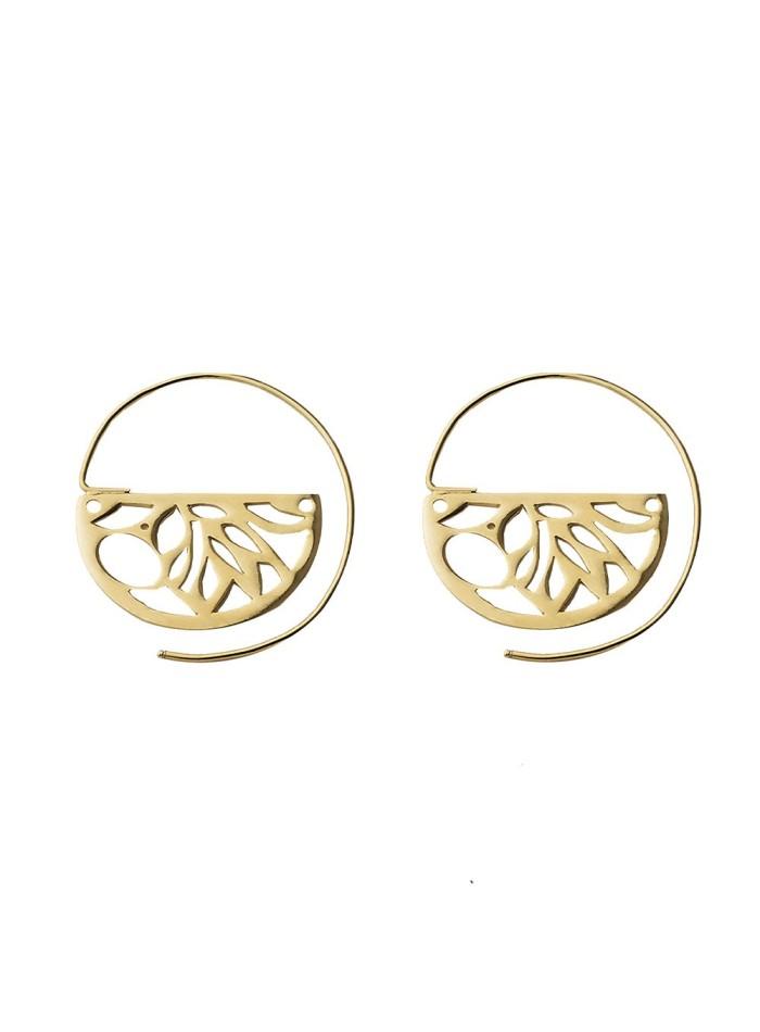 Geometrical gold guest earrings at INVITADISIMA