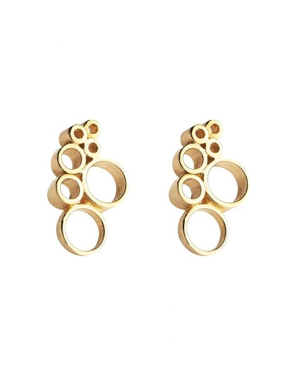 Pendientes dorados con detalles circulares para invitadas. De Li Jewels para INVITADISIMA.