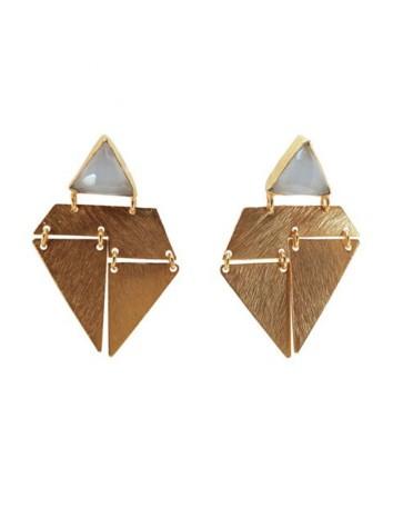 pendientes triangulo dorados y blancos para invitadas