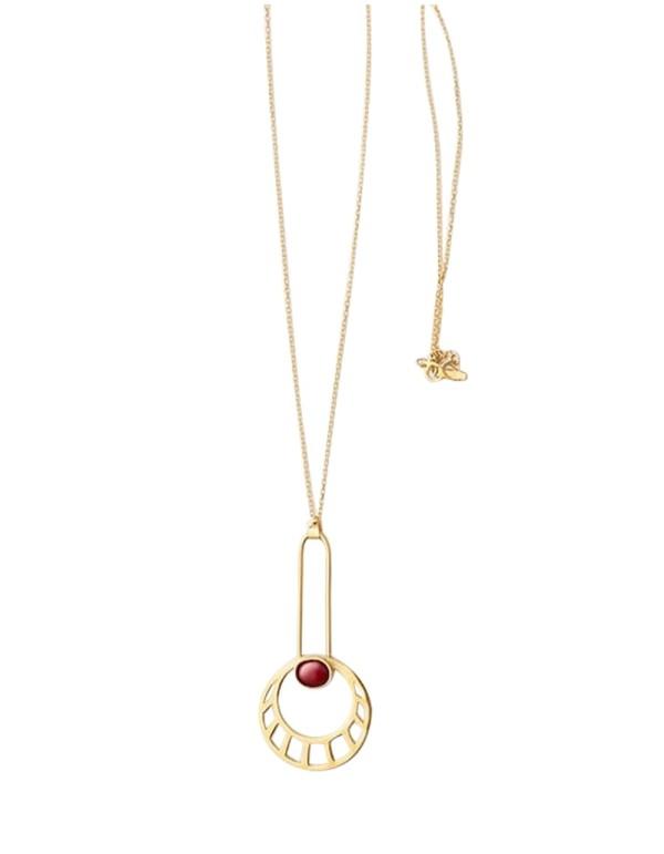 Collar de sol egipcio largo dorado con piedra roja de Li Jewels para INVITADISIMA