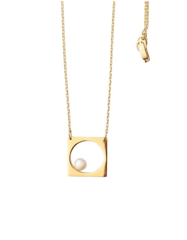 Collar geométrico dorado de perla de Li Jewels para INVITADISIMA.