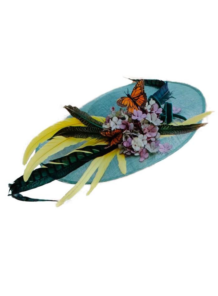 Pamela con plumas, flores y mariposas de Lamatte para INVITADISIMA